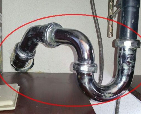 More creative plumbing, by a plumber who does not understand gravity.